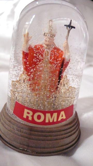 Vaticanpopesnowglobe