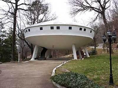2_61_031308_saucer_house